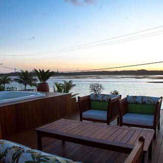 Piscina com Deck de Madeira de SQ+ Arquitetos Associados - 65515 no