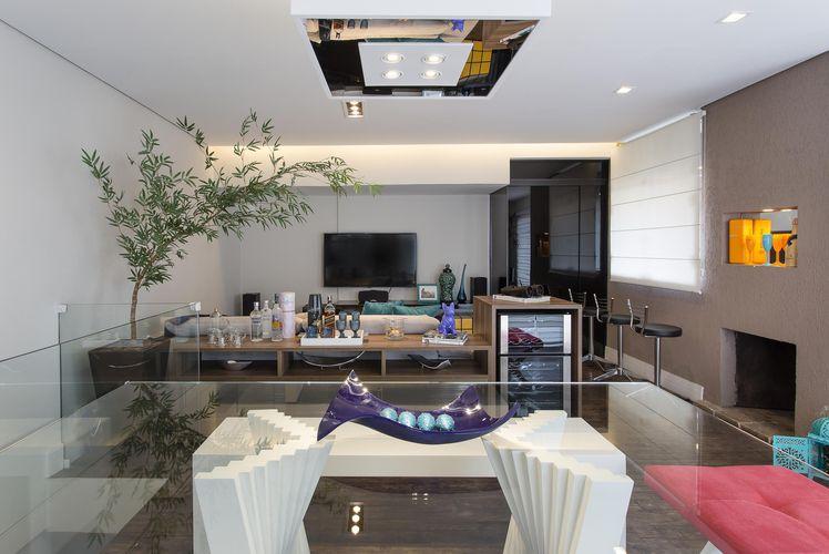 Sala De Jantar Com Vidro ~ sala de jantar com mesa de vidro e adorno roxo de Ricardo Lopez