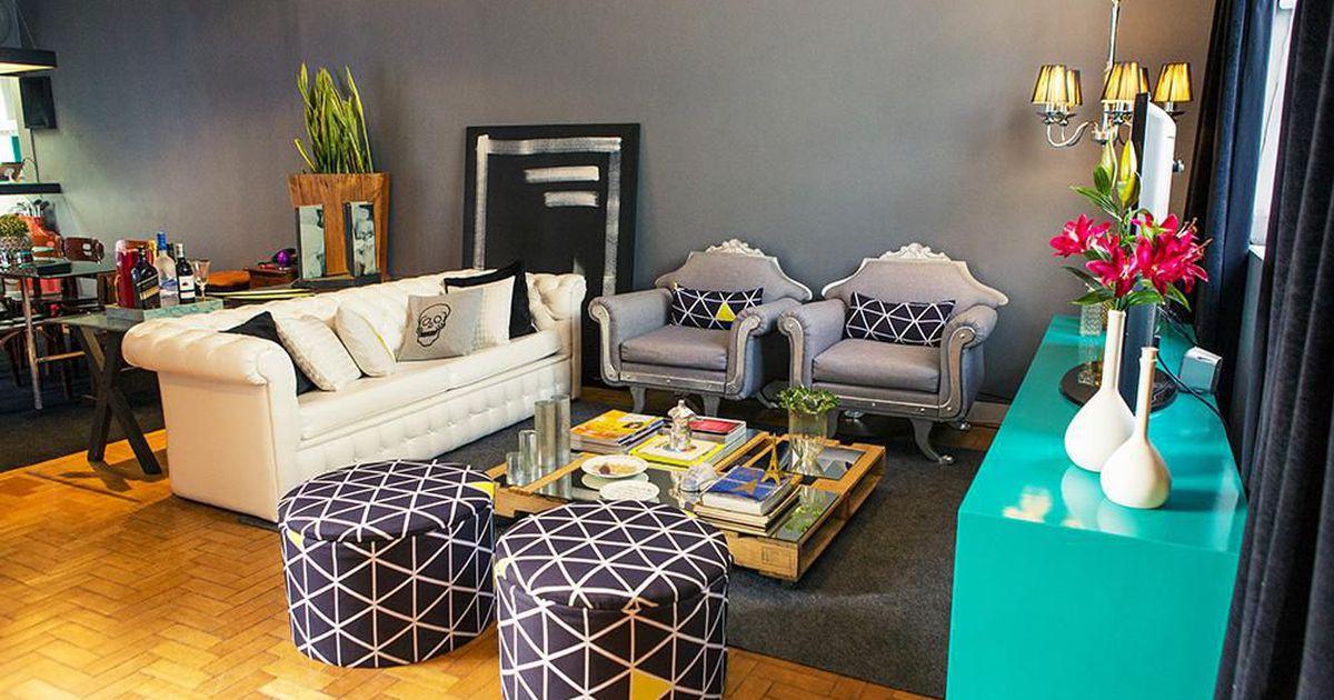 Sala de estar com estilo retro e parede grafite de casa for Sala de estar retro vintage