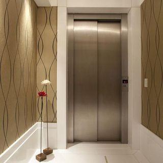 Hall de entrada com papel de parede de deborah basso - Papel pared entrada ...