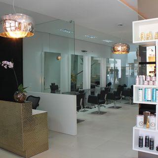 Salão de Beleza com estante de Produtos de Janete Barros - 54982 no ...
