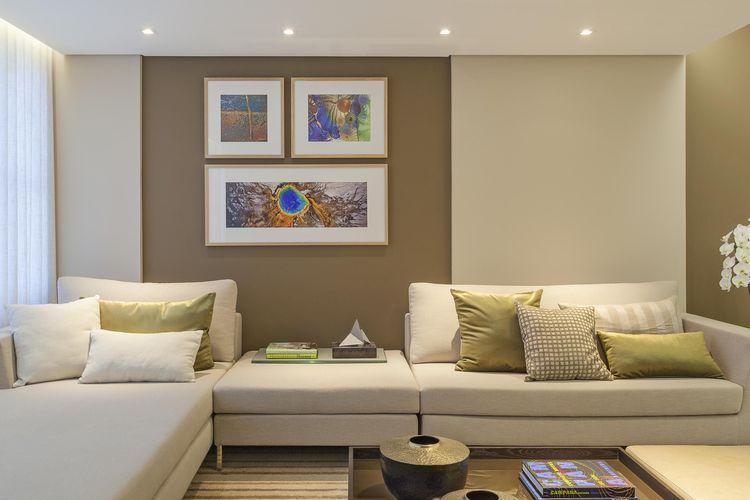 Quadros decorativo na parede marrom de eduarda corr a for Sala de estar marron