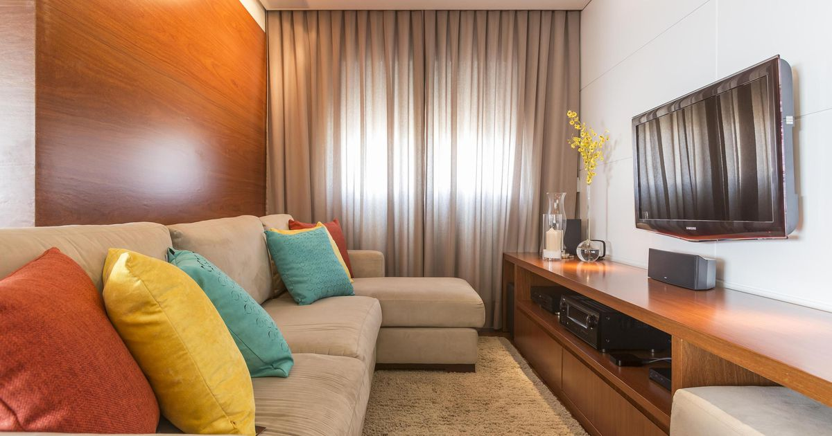 Salas de tv dicas de decora o para home theater de for Sala de estar grande e simples