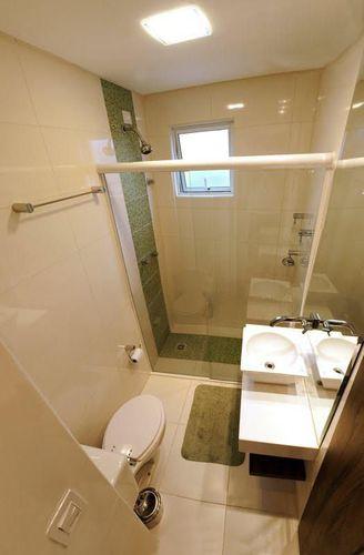 Banheiro pequeno com detalhes em verde de Bolda & Bueno Design  23431 no -> Banheiro Pequeno Tinta