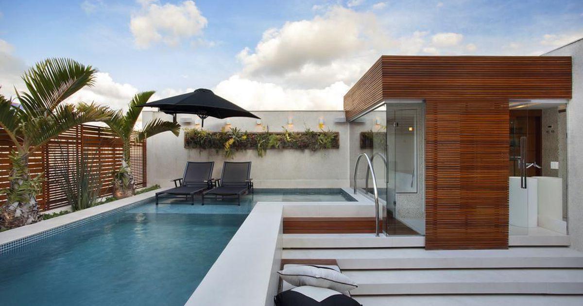 Rea externa com piscina ampla e nicho com plantas de for Piscina metalica