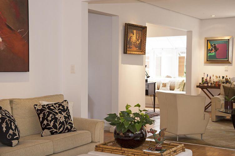 Sala de estar com quadro decorativo de renata romeiro for Sala de estar quadro