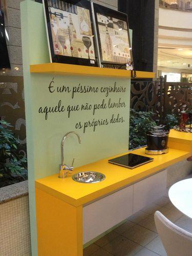 Bancada Amarela com Pia de Amaury Junior  17470 no Viva Decora -> Pia Banheiro Amarela