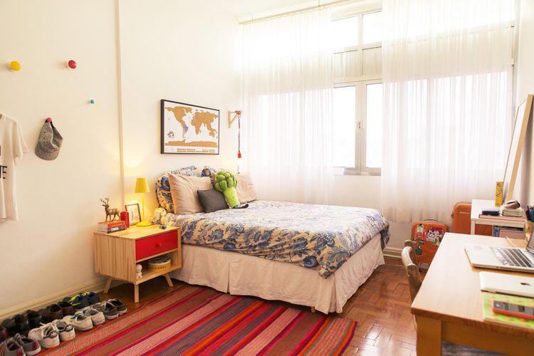 Quarto de solteiro pequeno com tapete vermelho de Casa  ~ Quarto Solteiro Tapete