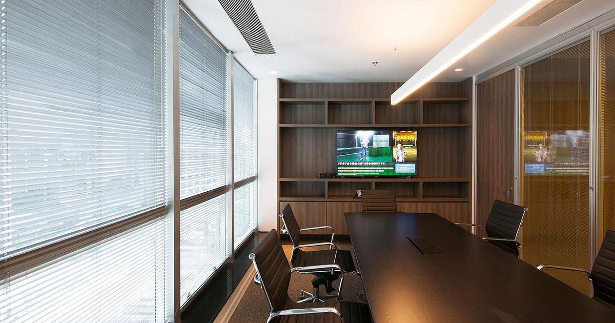 Escrit rio com painel de televis o de estudio sespede for Escritorio arquitecto