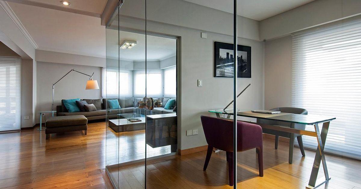 Escrit rio com mesa de vidro de estudio sespede for Escritorio arquitecto