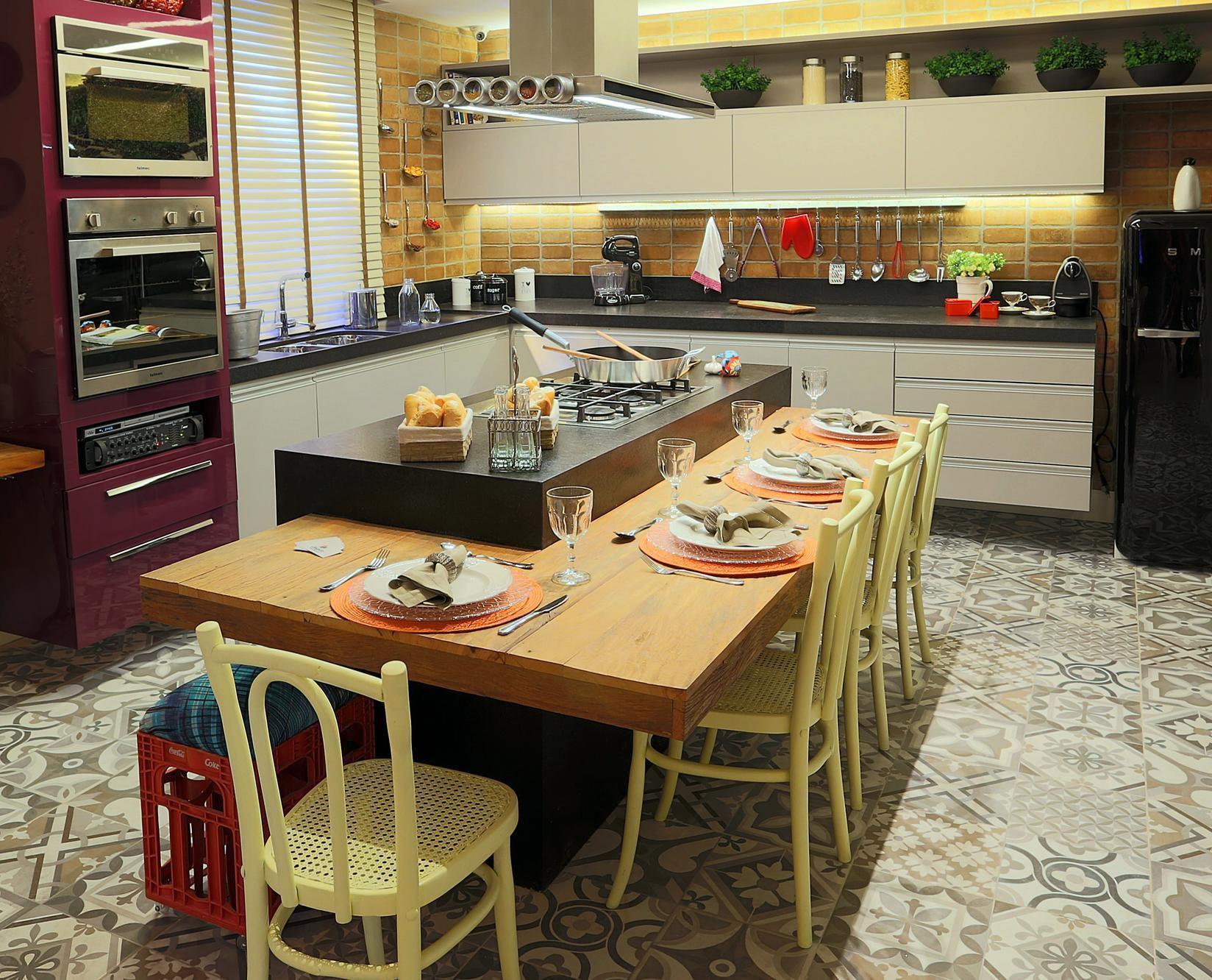Cozinha americana com bancada de Madeira de Lorrayne Zucolotto Viva #AF2D1C 1648 1332